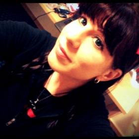 Profile_49183_pi_red%20bow