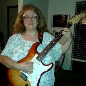 Profile_81139_pi_Linda%20-%20with%20new%20Strat%20from%20Mele%209-20-15